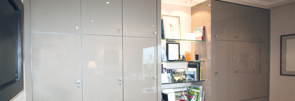 cabine de laquage meuble objet nantes ludovic bougo. Black Bedroom Furniture Sets. Home Design Ideas